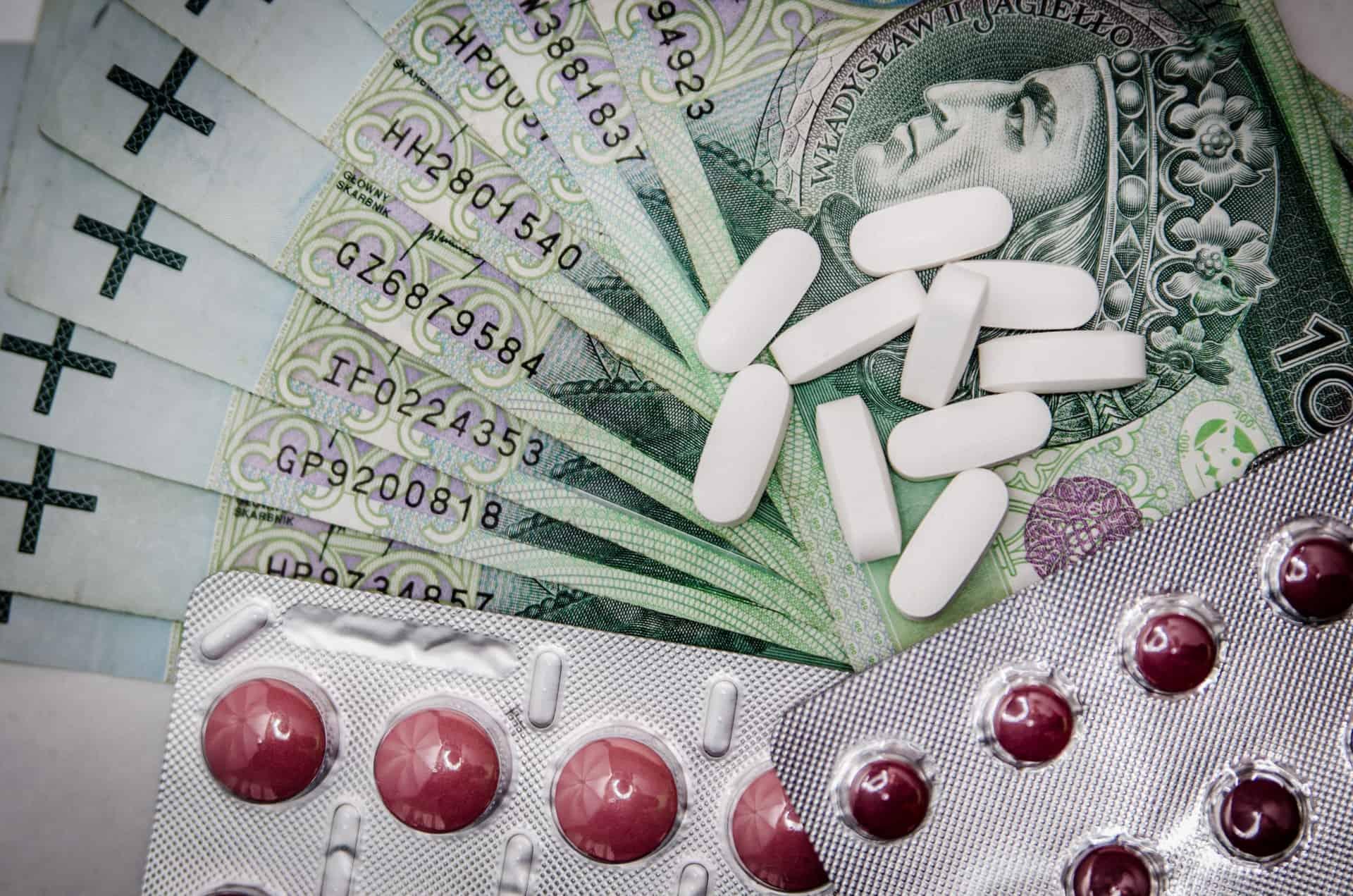 white-oval-medication-pill-beside-blister-pack